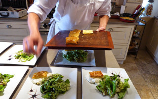 Salad avec Chevre chaud and puff pastry